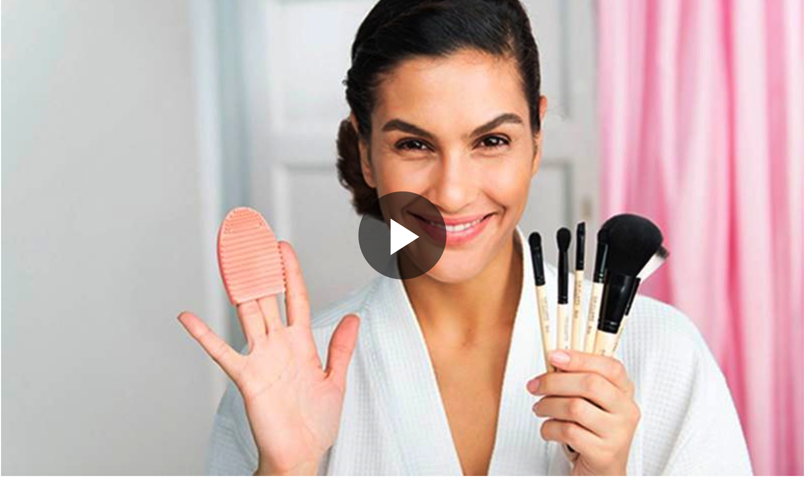 VIDEO TUTORIAL MAKEUP BRUSHES: HOW TO USE THE CLEANING BRUSH FOR BRUSHES